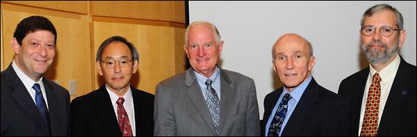 (l-r): Committee on Harnessing Light Co-Chairman Alan Willner; US Secretary of Energy Steven Chu; former Intel CEO and President Craig Barrett; Committee on Harnessing Light Co-Chairman Paul McManamon; and OSA Vice President Philip Bucksbaum.