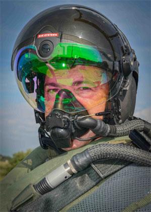 Helmet Integrates Night Vision Camera Visor Projection