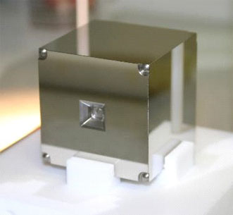 Gold-platinum cube.