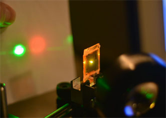 A liquid crystal elastomer is used as a mechanically tunable, mirrorless laser.