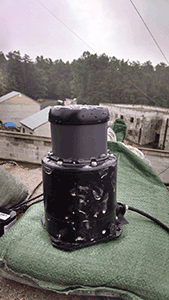 An uncooled IR imager provides a panoramic view of the surroundings.