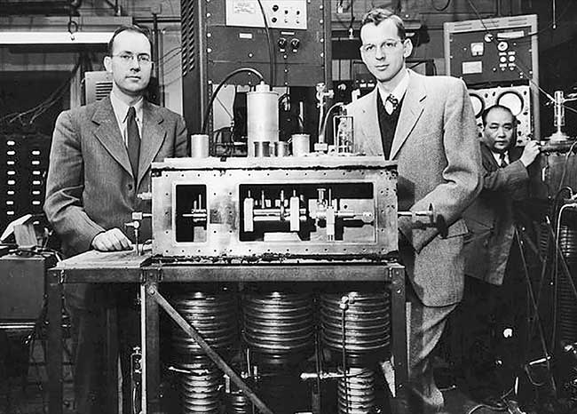 Charles Hard Townes (left) is pictured in 1954 with the maser he developed with then-graduate student James P. Gordon (right) and then-postdoctoral researcher H.J. Zeiger (not shown).