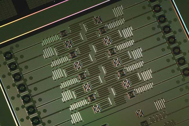 The core technology in this novel quantum 16-qubit chip by IBM Q is superconducting transmon qubits with Josephson junctions.