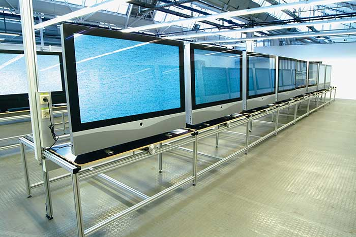 A quad-linear color line scan is used for fruit inspection.