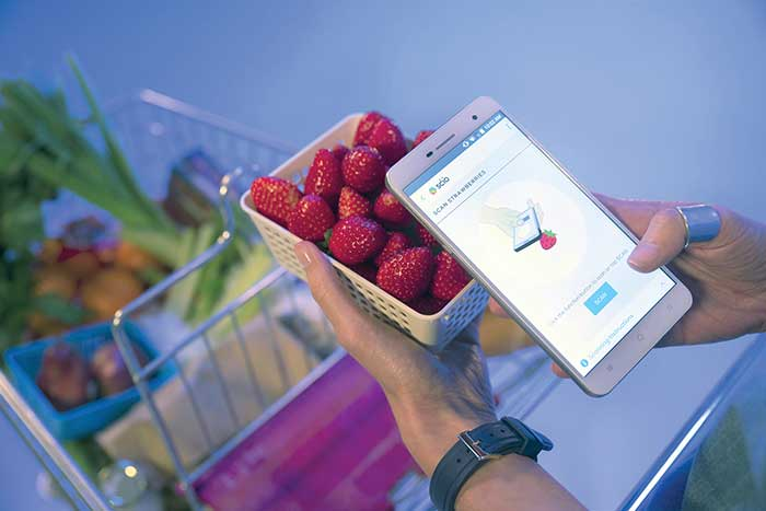 Consumers can scan foods for sweetness or macro-nutrient information using the SCiO, a compact, near-infrared (NIR) spectrometer integrated into a smartphone.