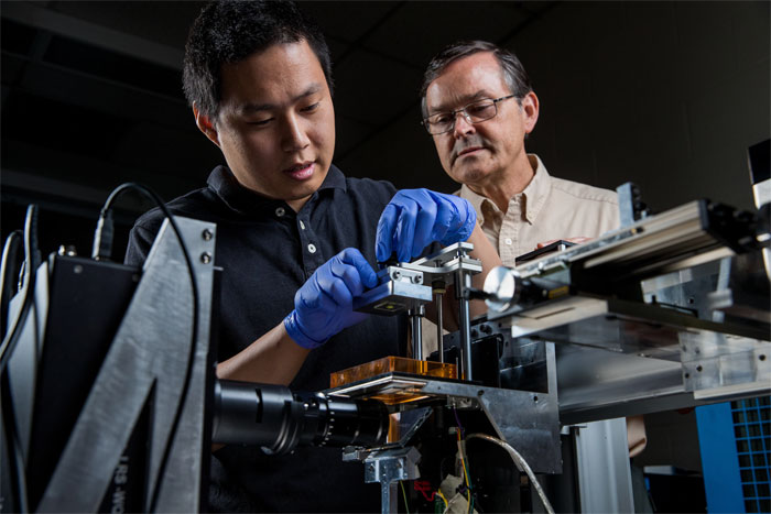 Hua Gong and Professor Gregory Nordin with the custom 3d printer for microfluidics.