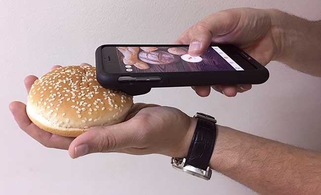 A prototype application for detecting gluten with a smartphone, using software developed by GreenTropism and a case developed by Xpndbls.