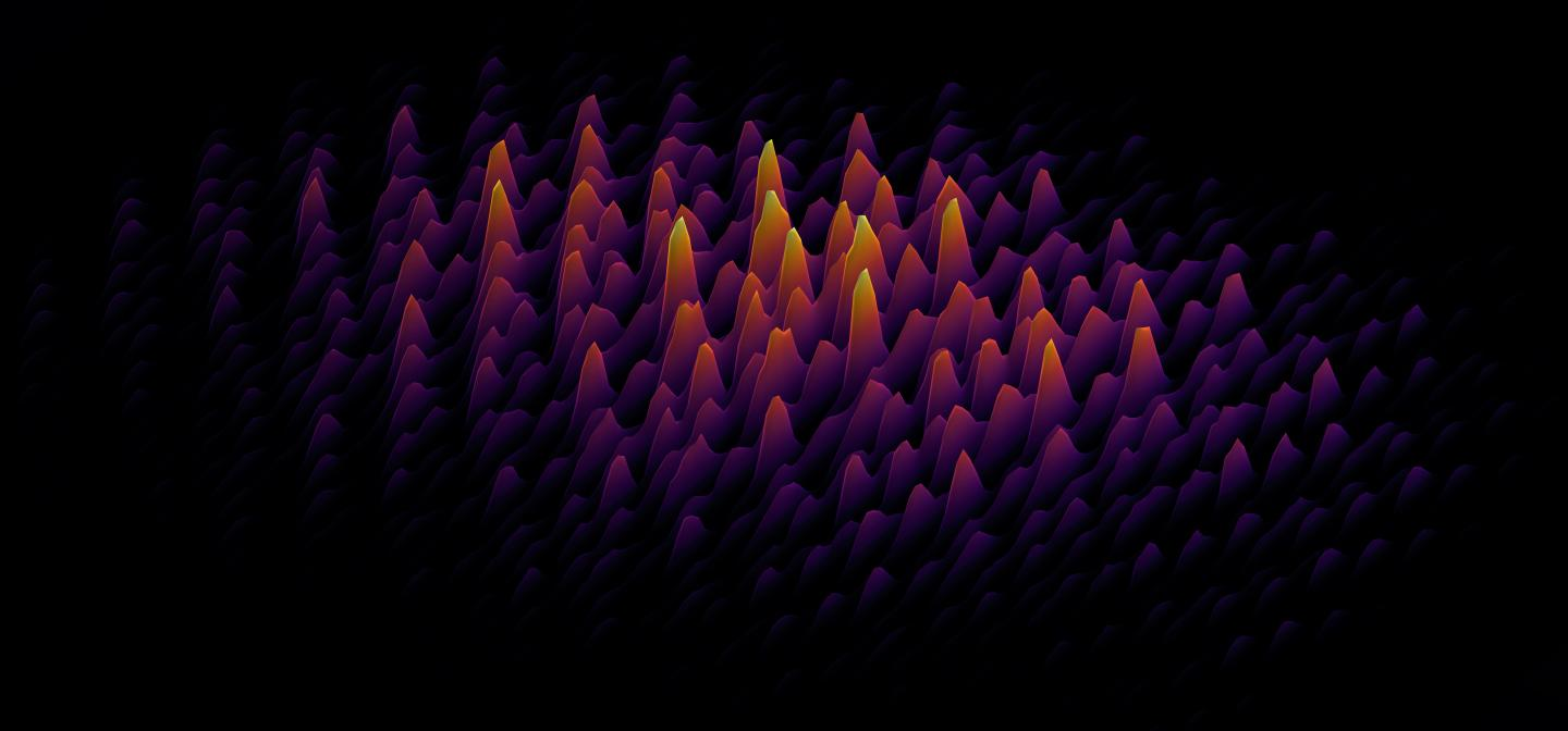 Femtosecond pulse patterns, prepared by a photonic chip to seed the generation of supercontinuum. INRS and University of Sussex.