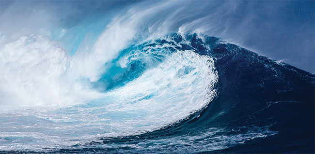 Studies in laser physics are now examining the analogous behavior of light and water waves. Researchers are finding a probability distribution for the appearance of optical rogue waves, which could have great implications for predicting, and avoiding, rogues at sea. Courtesy of Pixabay/NeuPaddy.