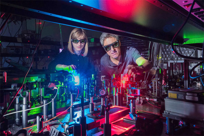 Light mixer generates 11 colors simultaneously, Sandia National Laboratories