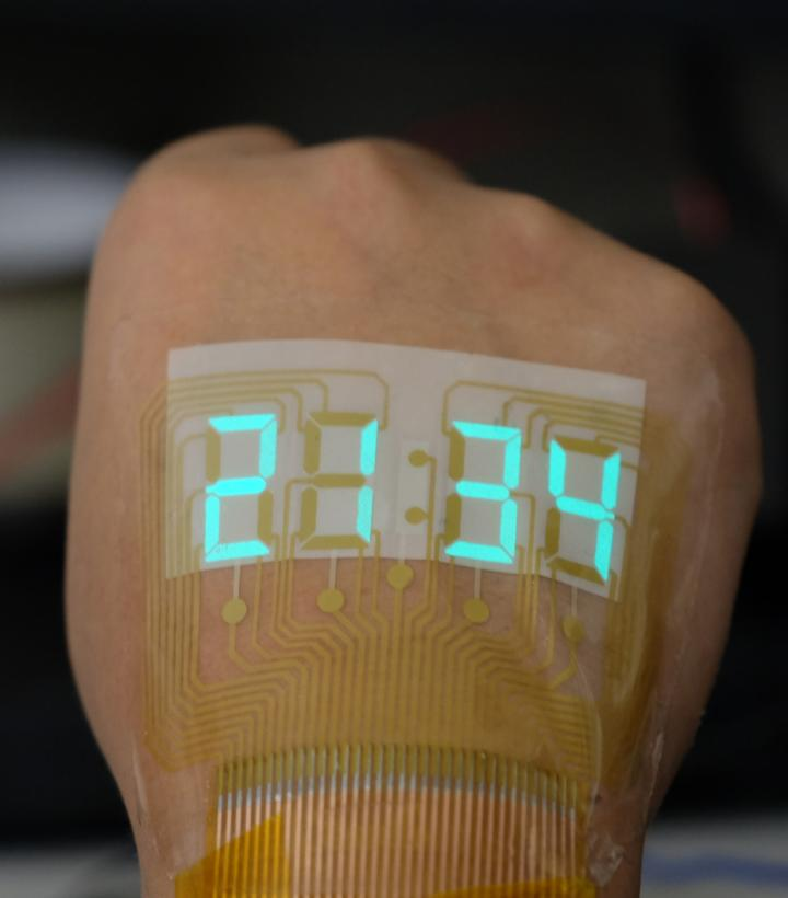 A stretchable light-emitting device becomes an epidermal stopwatch. Courtesy of ACS Materials Letters 2019, Nanjing University.