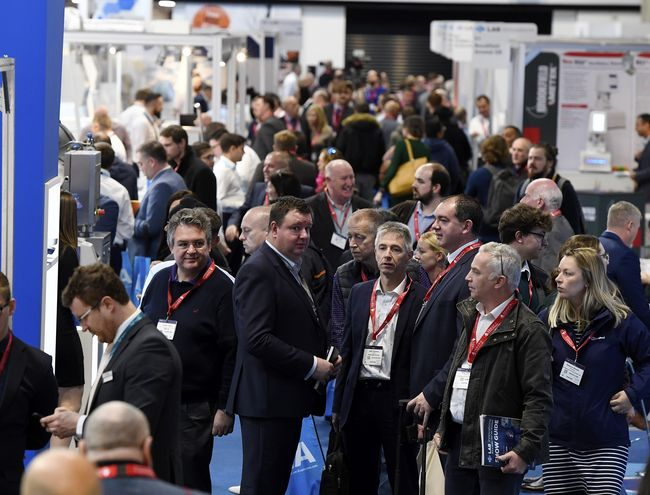 Exhibitors and visitors flood the showroom at Lab Innovations 2019. Courtesy of: Alto Marketing.