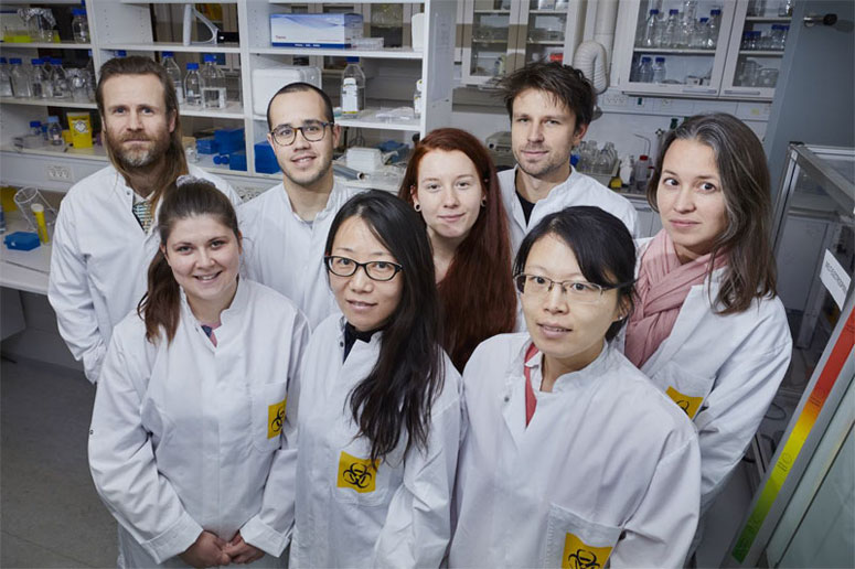 Associate Professor Menglin Chen (low center) and her research group at the Department of Engineering, Aarhus University. Courtesy of Ida Jensen, AU Foto, Aarhus Univ.