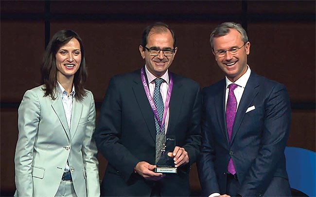 The CEO of NIT, Arturo Baldasano, receives the Innovation Radar Prize 2018 from Mariya Gabriel, European Commissioner for Digital Economy and Society, and Robert Hofer, Austrian Minister for Transport, Innovation and Technology. Courtesy of New Infrared Technologies.