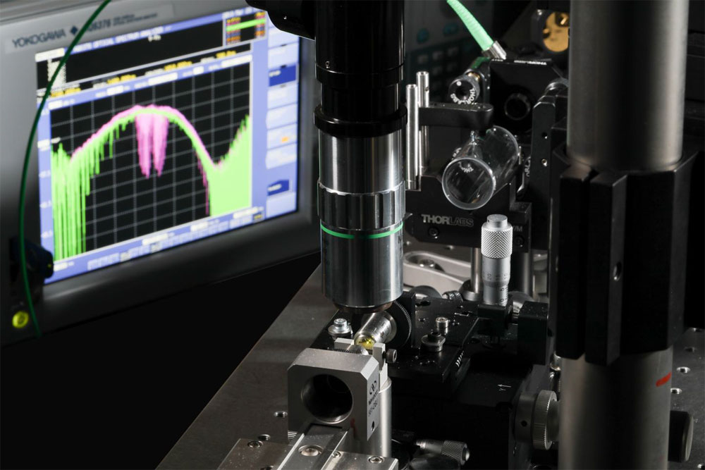 Compact laser source uses mid-IR wavelength. EPFL.