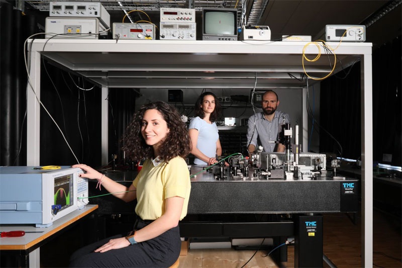 Detecting pollution with a compact laser source. (l) to (r): Eirini Tagkoudi (foreground), Camille Brès, and Davide Grassani. Courtesy of Alain Herzog/EPFL.