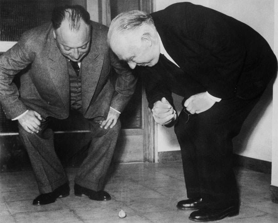 Wolfgang Pauli and Niels Bohr watching a spinning top in 1954. Courtesy of AIP Emilio Segre Visual Archives, Margrethe Bohr Collection/Erik Gustafson photograper.