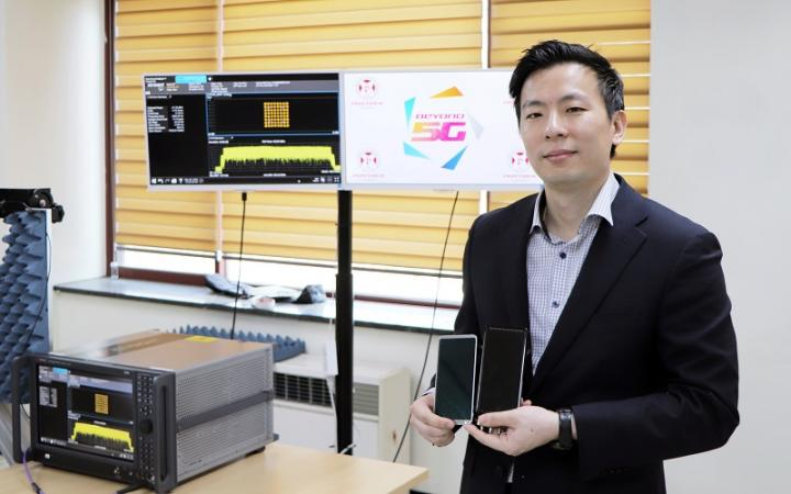 Professor Wonbin Hong, POSTECH, developer of Antenna-on-Display technology for 5G.