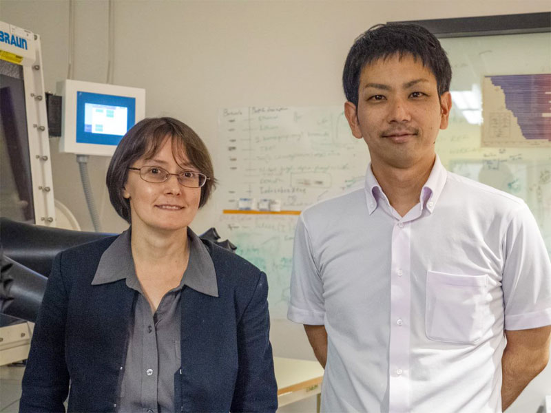 Professor Julia Khusnutdinova and researcher Ayumu Karimata from the Coordination Chemistry and Catalysis Unit at OIST helped develop the stress-detecting polymer. Courtesy of OIST.