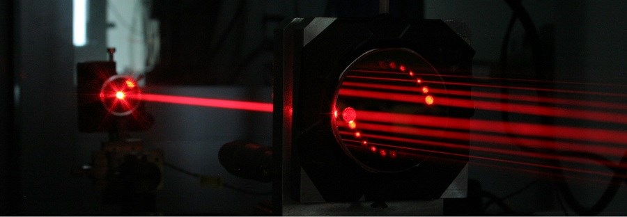 Researchers have developed an extremely sensitive, yet simple optical method for detecting formaldehyde. Their approach is based on multipass spectroscopy, which introduces a laser through a small hole in a mirror. The laser light then bounces back and forth between mirrors, creating interaction lengths with the sample that are tens or hundreds of times the length of the cell. Courtesy of the University of Warsaw via Mateusz Winkowski.