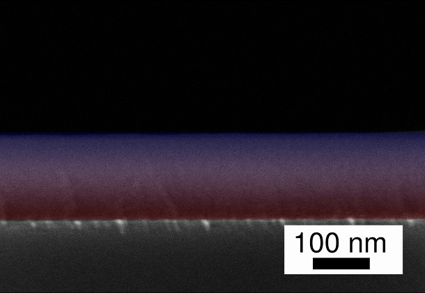 Using an elaborate process, the research team has joined two polymers at the nanoscale in a flowing process: The transition from PV3D3 to Teflon (PTFE) in the scanning electron microscope image of the gradient layer is marked here as the transition from red to blue. Courtesy of Kiel University.