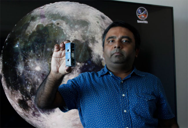 Jekan Thanga, assistant professor of aerospace and mechanical engineering and head of the SpaceTREx Laboratory at the University of Arizona, is leading the University of Arizona portion of the Artemis Student Challenge. Courtesy of University of Arizona College of Engineering.