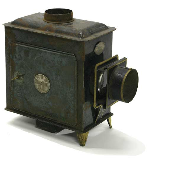 Children's toy magic lantern projector set, designed for domestic use. Made by Ernst Planck. Courtesy of Museums Victoria/CC BY 4.0.