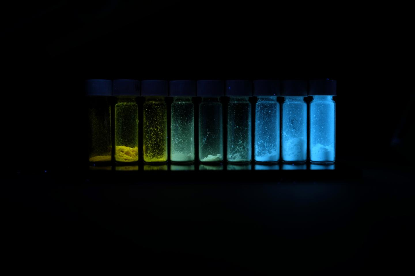 These polymers, seen here under UV light, are composed of the exact same components. The only difference is their chain length. Courtesy of Suiying Ye / ETH Zurich.